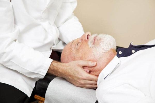 Soulagement des douleurs chez les seniors par la Chiropraxie