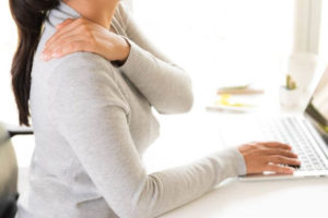 Soigner névralgie cervicobrachiale et hernie discale cervicale