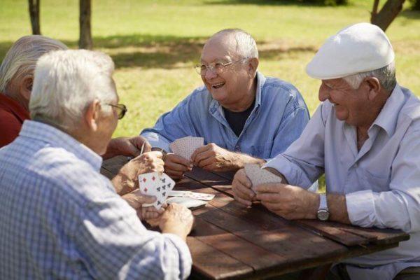 La chiropraxie aide à la prévention des chutes chez les seniors