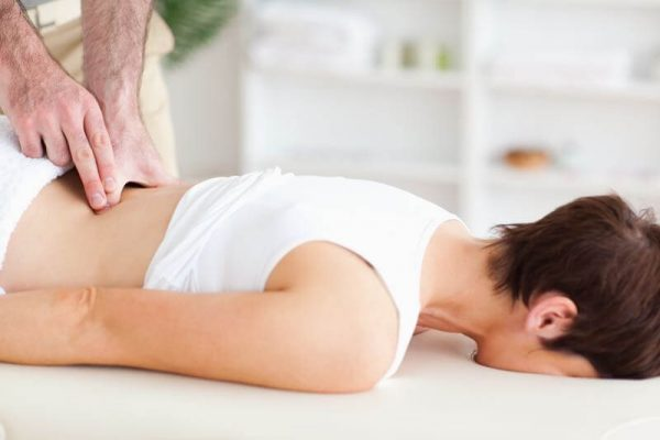 Chiropraxie pour moins de douleurs de dos pendant l'année