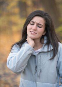 Douleurs cervicales et perte de la courbe cervicale