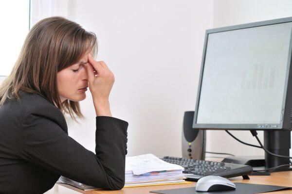 Posture de la tête en avant et maux de tête, migraine