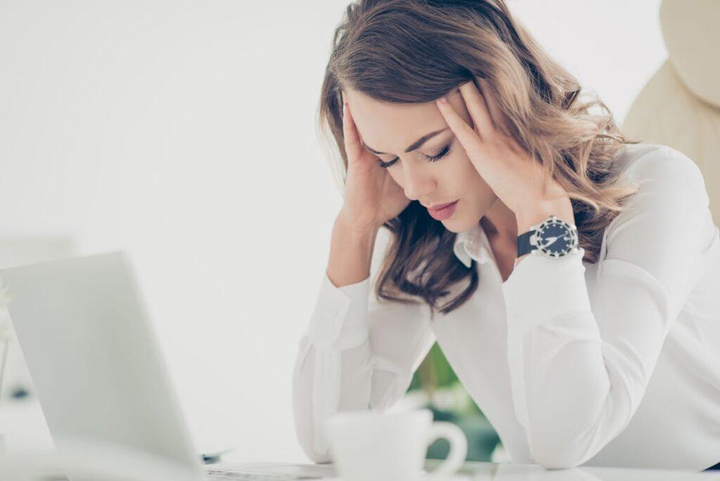 Rectitude cervicale et maux de tête