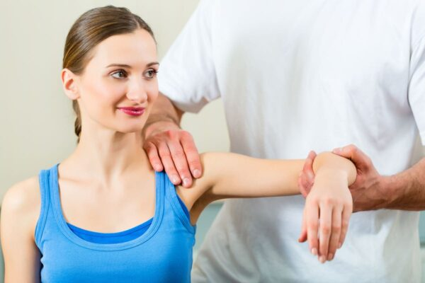 Posture de la tête en avant et problèmes d'épaules et nerfs périphériques